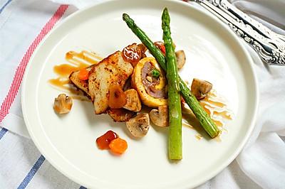 香煎鲽鱼猪肉蛋卷配蒜香蜂蜜汁#一起吃西餐#