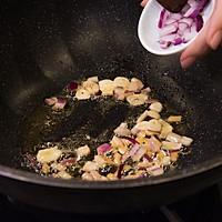 黄油口蘑,简单好味的一道西餐美食 #美食挑战赛#的做法图解4