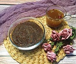 养颜养生——暖冬玫瑰黑糖浓姜桂圆枣膏的做法