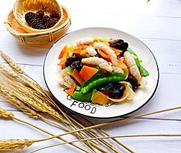 五彩蔬菜炒鲜鱿的做法