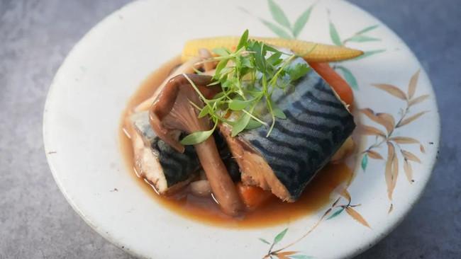 挪威青花鱼菌菇煮物 | 冬天就是要吃暖锅呀!的做法