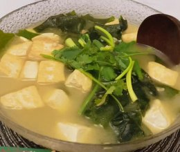 裙带菜豆腐汤的做法