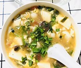 营养补钙的猪血豆腐鲜菇汤的做法
