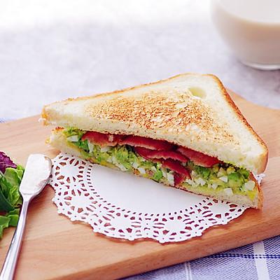 不用沙拉酱的快手早晨——牛油果培根三明治