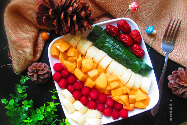 彩虹水果拼盘的做法