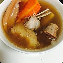 粉葛莲藕胡萝卜猪骨汤