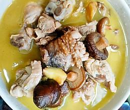 香菇板栗炖鸡汤的做法