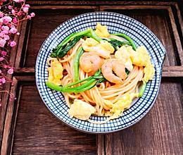 #花10分钟,做一道菜!#虾仁蛋炒面的做法