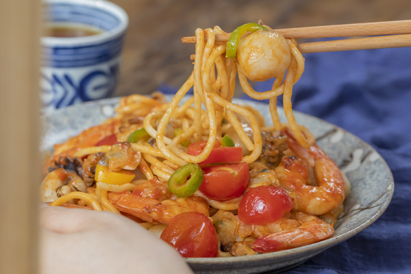 海鲜炒面 风味浓郁的做法