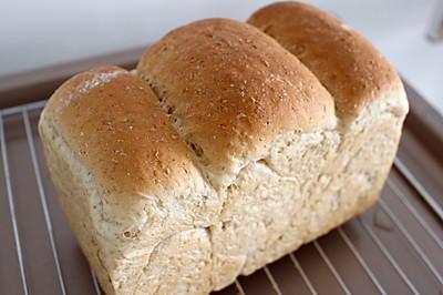 汤中全麦面包