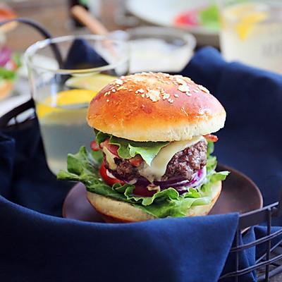 比外卖更好的:牛肉芝士汉堡
