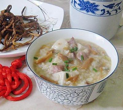 黄花菜干菜煲咸肉粥