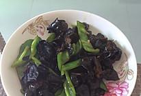 青椒炒木耳的做法