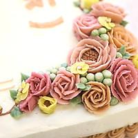 大号方形庆典蛋糕淡奶油抹面裱花的做法图解12