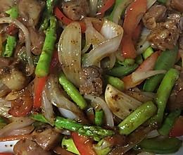黑椒芦笋香炒牛肉粒的做法