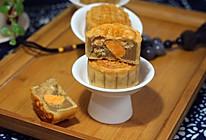 咸甜结合的莲蓉肉松蛋黄月饼的做法