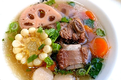 莲藕排骨汤~秋季润燥养生汤