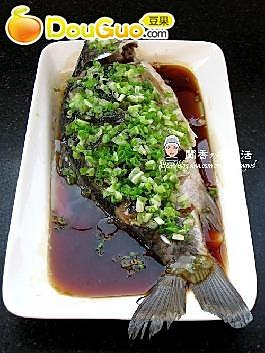 四步做出超简单超健康的豉油清蒸鲫鱼的做法
