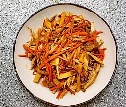 冬笋胡萝卜炒腐竹肉丝的做法