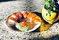 三文鱼寿司配凉拌青瓜#春天肉菜这样吃#的做法