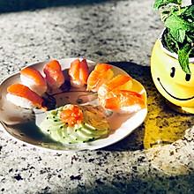 三文鱼寿司配凉拌青瓜#春天肉菜这样吃#
