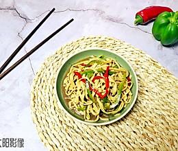 扎蒙蒙花·炝拌豆腐皮 #爽口凉菜,开胃一夏!#的做法