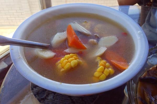 玉米山药胡萝卜养生汤的做法