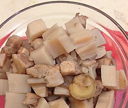 五花肉焖莲藕的做法