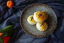 一口一个的迷你抹茶蛋黄酥的做法
