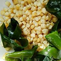 玉米海带排骨汤的做法图解1