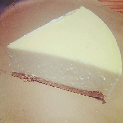 柠檬酸奶冻芝士蛋糕。