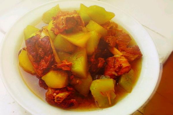排骨炖菜笋的做法