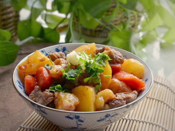 秋后,就吃经典土豆烧牛肉!的做法