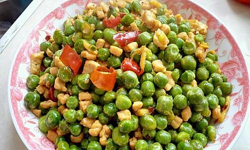 青豆烩肉粒的做法