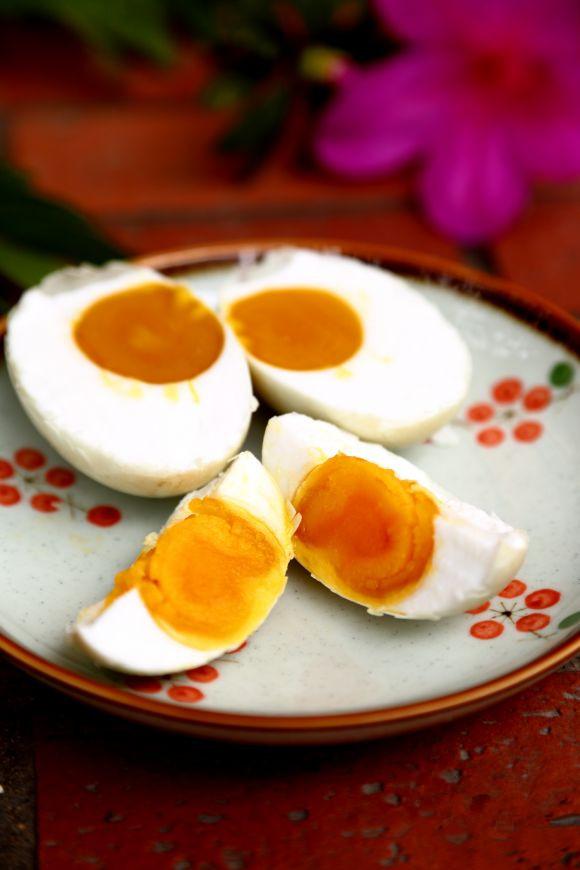 怎样腌鸡蛋出油多_教你腌制出油咸鸭蛋。的做法_【图解】教你腌制出油咸鸭蛋 ...