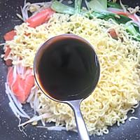 #秋天怎么吃#火腿肠炒面的做法图解10