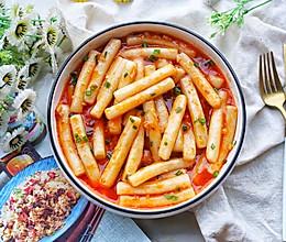 #一道菜表白豆果美食#好吃到舔盘的韩式辣酱炒年糕的做法