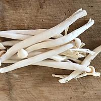 #硬核菜谱制作人#香辣海鲜菇的做法图解1
