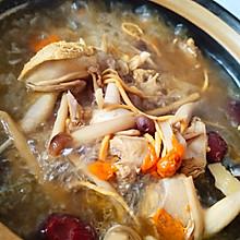 砂锅鹌鹑汤