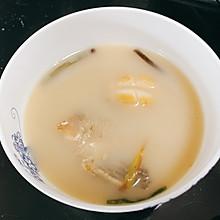 鲜浓鲫鱼汤