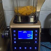 鲜榨芒果汁(破壁机)的做法图解2