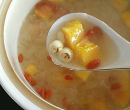 木瓜银耳羹(小贴士附银耳出胶秘籍和莲子酥糥烂秘籍)的做法