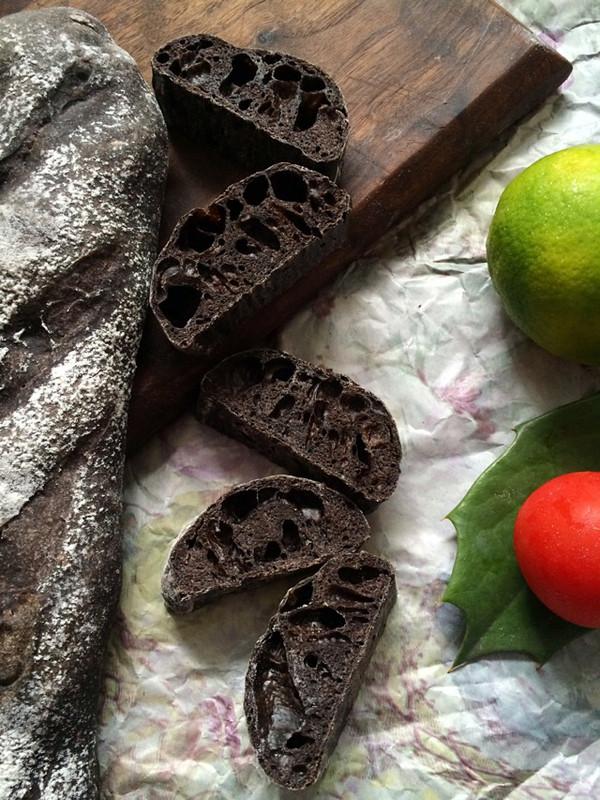 黑可可粉法棍(36小时天然酵种)的做法