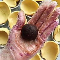 懒人自有妙计:红豆沙蛋黄酥 &紫薯肉松蛋黄酥(蛋挞皮版)的做法图解2