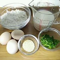 葱香牛奶鸡蛋饼的做法图解1