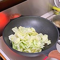 #好吃不上火#油腐乳包菜炒肉的做法图解4
