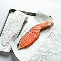 盐味煎三文鱼-禁欲系日式料理,巧用盐烹煮食物的做法图解3