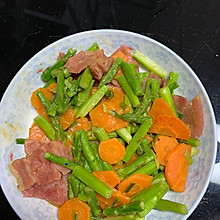 小白也能做的快手菜-芦笋胡萝卜炒培根