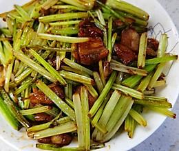 芹菜香炒五花肉的做法