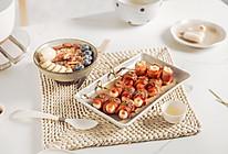 #我们约饭吧#韩式培根年糕串+水果燕麦粥的做法